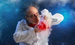 有实验的古怪的化学家 免版税库存照片