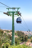 有客舱的缆车在马德拉岛的风景 免版税库存图片