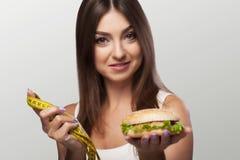 有害的食物 一个女孩与超重和mal奋斗 库存图片