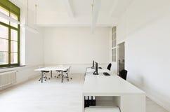 有家具白色的办公室 免版税图库摄影