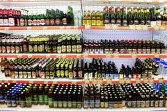 有宽分类的啤酒商店 库存图片