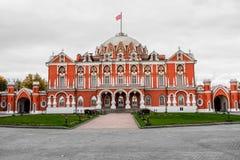 有宽敞前面礼仪庭院的,莫斯科,俄罗斯佩特洛夫宫殿 库存照片