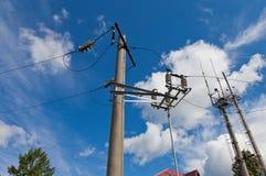 有导线的电力岗位 图库摄影