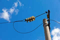 有导线的电力岗位 库存照片