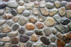 有小卵石的混凝土墙 免版税图库摄影