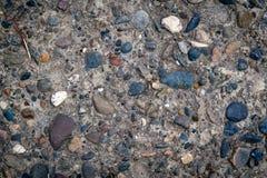 有小卵石的水泥墙壁 库存图片