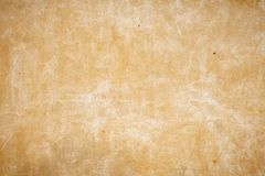 有小孔的老米黄墙壁在墙壁 图库摄影