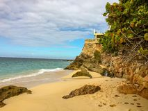 有小山加勒比岛的海 免版税图库摄影
