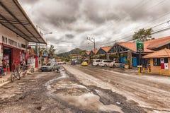 有小市场大厅的大街El的瓦尔de安东巴拿马 库存照片