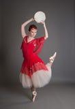 有小手鼓的舞蹈家 免版税库存照片