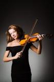 有小提琴的妇女执行者 库存照片