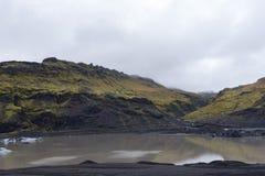 有小河的一点冰河湖 免版税库存照片