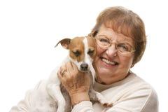 有小狗的愉快的可爱的资深妇女 免版税库存照片