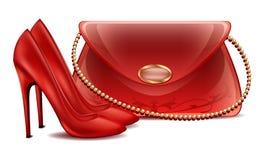 有小珍珠链子的妇女的高跟鞋夫人的美丽的被上漆的提包 免版税库存照片