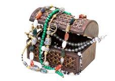 有小珠的木箱 免版税图库摄影