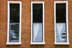 有小的视窗的住宅房子 免版税库存图片