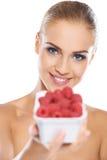 有小篓的美丽的妇女莓 图库摄影
