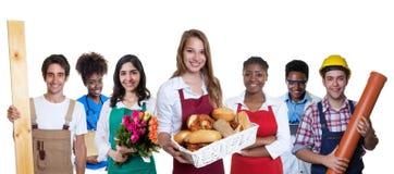 有小组的可爱的白种人女性面包师其他internatio 图库摄影
