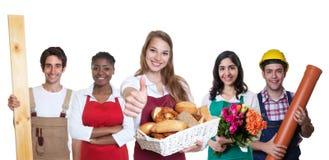 有小组的成功的白种人女性面包师其他internatio 库存照片