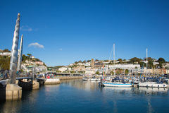 有小船和游艇的Torquay德文郡英国港口在英国里维埃拉的美好的天 库存照片
