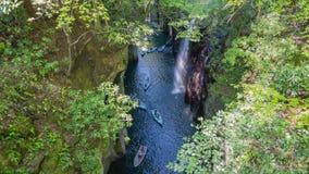 有小船和瀑布的高千穗峡谷在宫崎,日本时间间隔 股票视频