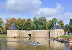 有小船的古老水闸,布雷达,荷兰 图库摄影