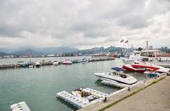 有小船的海滨广场 海驻地在巴统 图库摄影