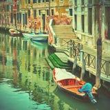 有小船的运河在威尼斯 库存照片