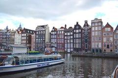 有小船的运河在阿姆斯特丹 免版税库存照片