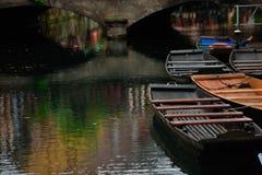 有小船的Lauch河在科尔马镇,法国 免版税库存照片