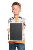 有小黑板的男孩 免版税库存图片