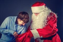 有少年的地道圣诞老人 库存图片