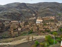 有屋顶平台的,小村庄传统巴巴里人黏土房子在高阿特拉斯山脉,摩洛哥 库存图片