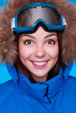 有屏蔽的愉快的滑雪者 免版税库存图片
