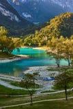 有山反射的湖日本国天皇 免版税图库摄影