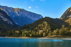 有山反射的湖日本国天皇 免版税库存图片