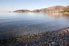 有山和爱琴海的Datça城镇。 土耳其 免版税库存图片
