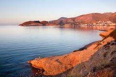 有山和爱琴海的Datça城镇。 土耳其 免版税图库摄影