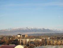 有山景城的,天空蔚蓝都市全景 免版税库存照片
