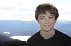 微笑的男孩 免版税库存图片