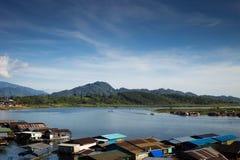 有山的伟大的盐水湖 免版税图库摄影