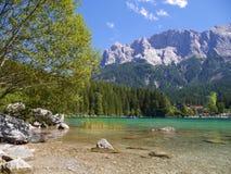 有山的湖在背景,德国中 免版税图库摄影