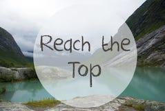 有山的湖,挪威,文本伸手可及的距离上面 库存照片