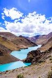 有山的湖 免版税图库摄影