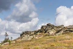 有岩石的山断层块 免版税图库摄影
