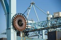 有工业起重机的商业港口 免版税库存照片