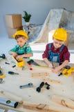 有工具的小男孩 免版税库存照片