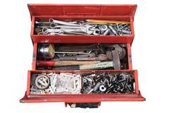 有工具的老红色工具箱在白色背景,裁减路线 库存图片