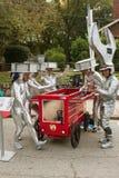 有工具箱主题的汽车的参加者为肥皂箱子德比做准备 免版税库存照片