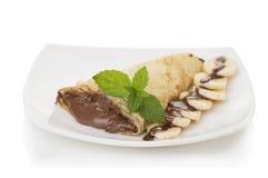 有巧克力奶油和香蕉的绉纱 图库摄影